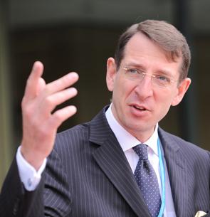 Dr. Frank-Juergen Richter